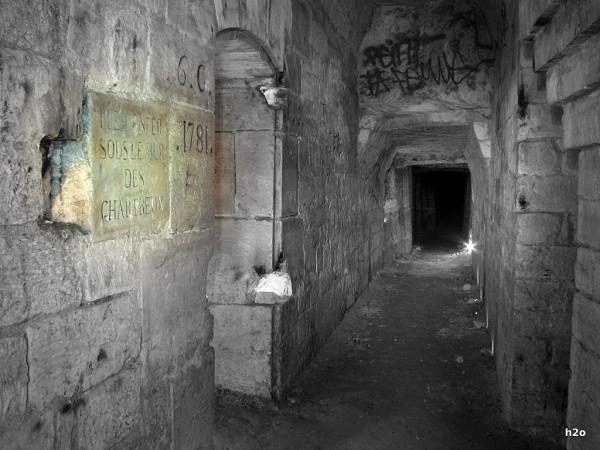 Sous le mur des Chartreux